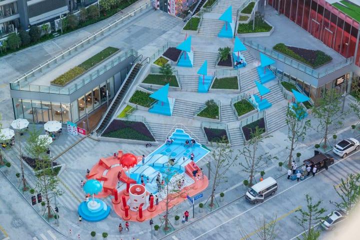 上海に出現したストリートファニチャー 水滴や水たまりをイメージした「Crystal Pool」