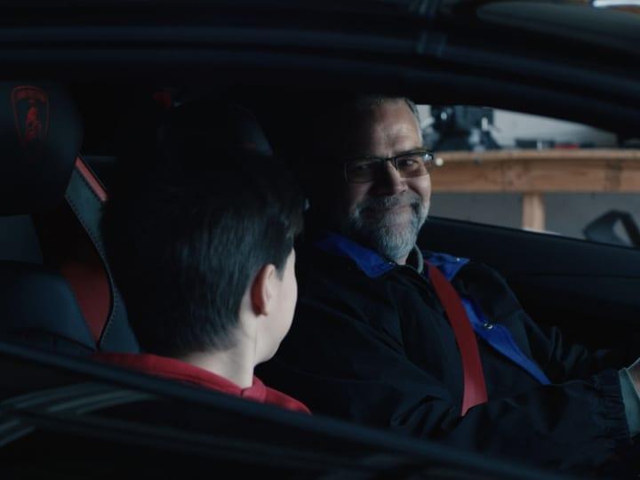 ランボルギーニが2019年のクリスマスビデオを公開 「アヴェンタドールSV」実物大レプリカを制作する親子を…