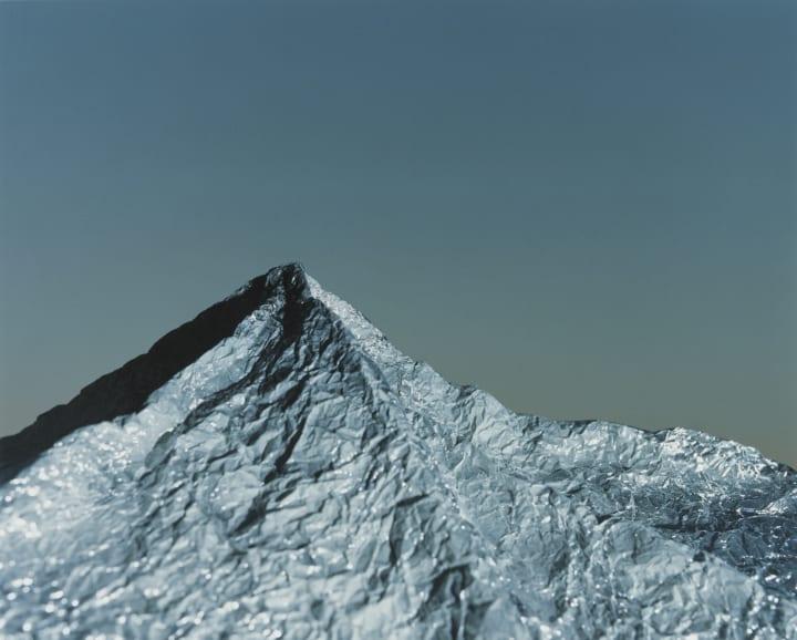 写真家・濱田祐史の書籍「Primal Mountain」が発売 東京都写真美術館での作品展示も