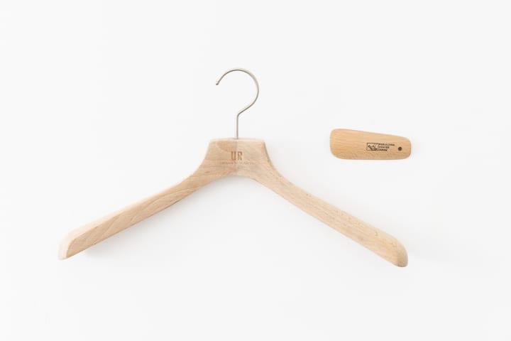 アーバンリサーチが木製ハンガーをアップサイクル 「Re:hanger」をReBuilding Center JAPANと協業