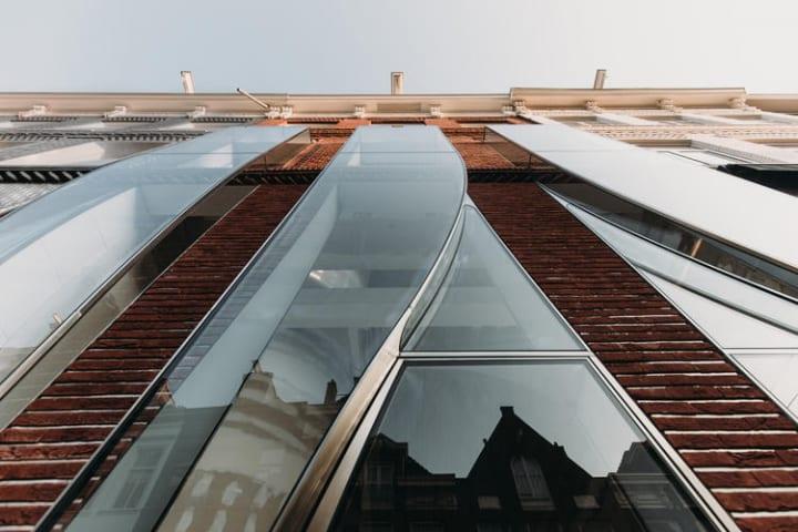 UNStudioがファサード改装を手がけた アムステルダムのビル「PC Hooftstraat 138」
