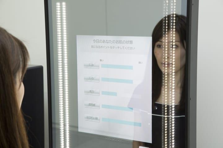 パナソニックとコーセーが実証実験を開始 パーソナライズ提案へ「Snow Beauty Mirror」を活用