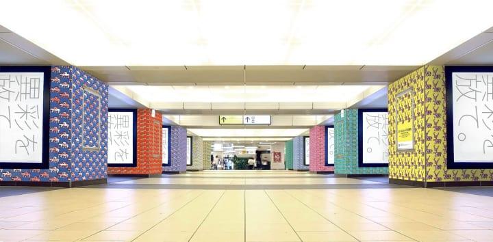 知的障害や身体障害のある人が描くアート作品で 吉祥寺駅をラッピングする「ステーションミュージアム吉祥…