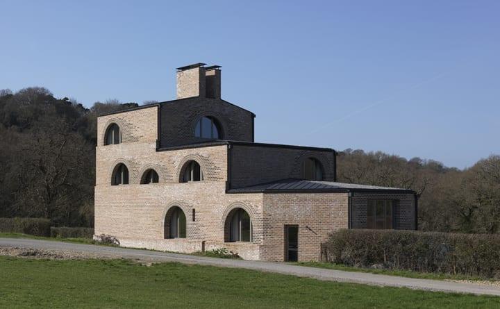 英サセックスの住宅「Nithurst Farm」 設計を手がけたAdam Richardsによる自邸プロジェクト