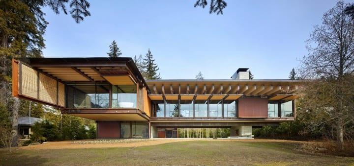 Olson Kundigが設計した家族向けの山荘 過酷な山の環境に耐える「Whistler Ski House」