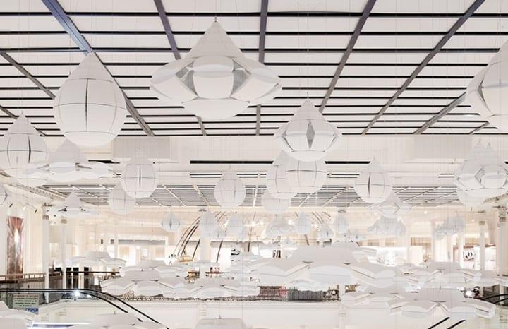 佐藤オオキがパリの老舗百貨店で インスタレーション「ame nochi hana」を公開