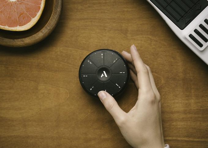 手のひらサイズでオールインワンの 多機能ポータブルデジタル楽器「Orba」が登場