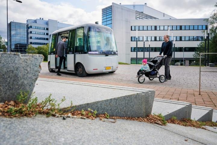 自動運転シャトルバスGACHA(ガチャ)——センシブル4と無印良品の共作に乗る