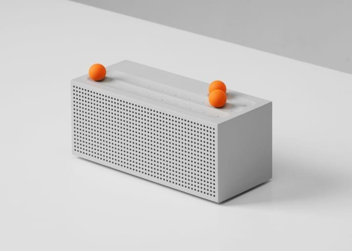 手触り感で楽しむラジオ「Ball Internet Radio」 マグネットボールを動かして選局