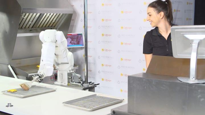 吊り下げ型ロボットアームが調理を手伝う!? Miso Roboticsが開発する「Flippy」