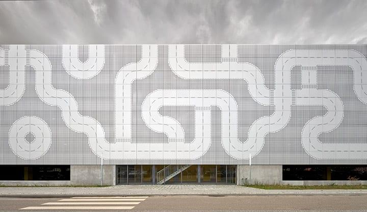 デンマーク・ビルンに「LEGO PARKING」が登場 LEGOの社屋で働くスタッフのための立体駐車場