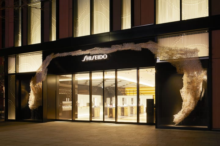 SHISEIDO THE STOREで川俣正のインスタレーション展示 割り箸24,000本を使った「箸コンストラクション」