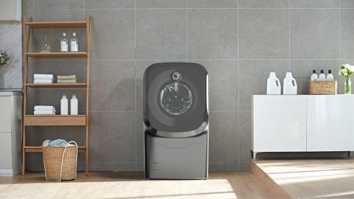 Jiheon Songが提案するドラム式洗濯機「SLIP WASH」 車いすの人が使いやすいスライド式扉に