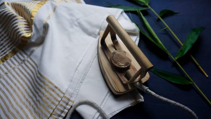 竹材を使ったアイロンのプロトタイプ「Bamboo Iron」 脱プラスチックでインパクトのある印象に
