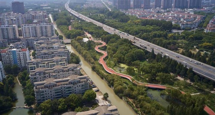 中国・江陰市の歩道橋「Jiangyin Greenway Loop」 自然の産物・長江にインスパイアされたデザイン
