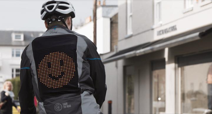 欧州フォードが「絵文字ジャケット」を開発 自動車と自転車でコミュニケーションを図る