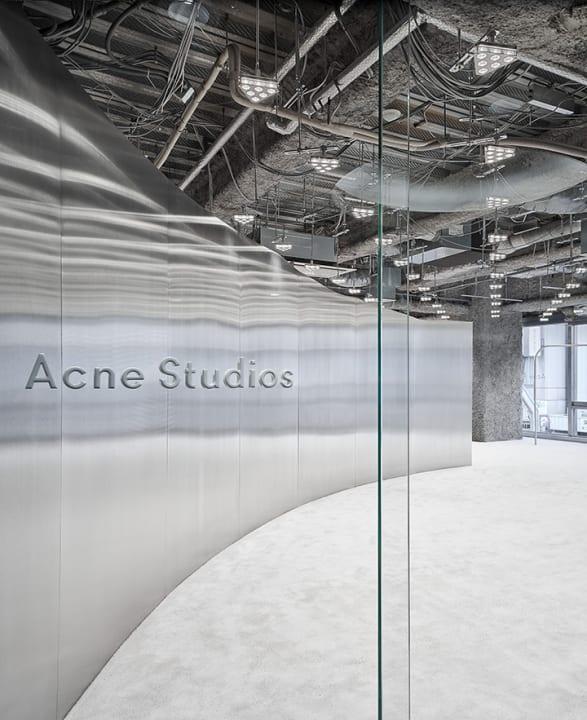 名古屋・栄にオープンした「Acne Studios」 コントラストを強調したArquitectura-Gの店舗設計
