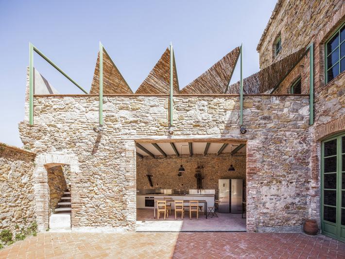 かつてチョコレート工場だった倉庫を改装した Anna & Eugeni Bachによるカタルーニャのプロジェクト