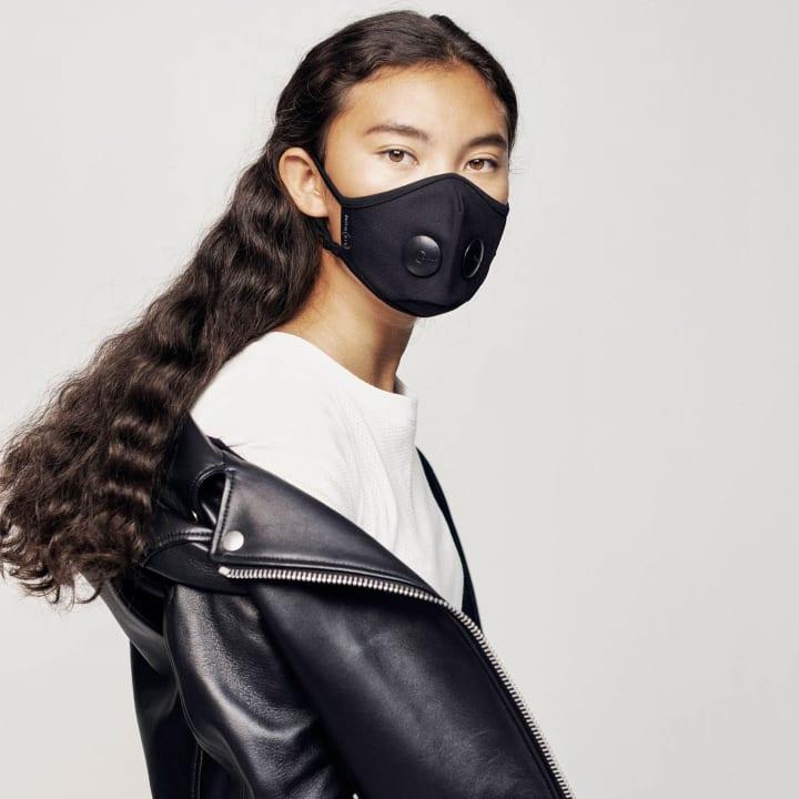 スウェーデン発の次世代型アーバンマスク 「AIRINUM」がMoMA Design Storeで発売