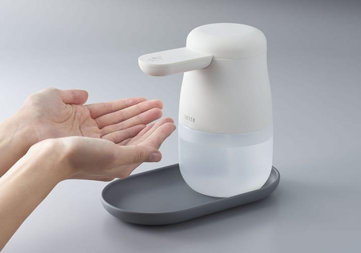 キングジムのアルコールディスペンサー「テッテ」 思わず手をかざしたくなる柔らかなデザイン