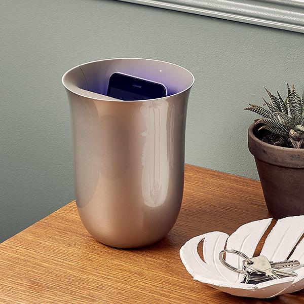 スマホの充電と除菌が同時にできる Quaglio Simonelliがデザインした「Oblio」