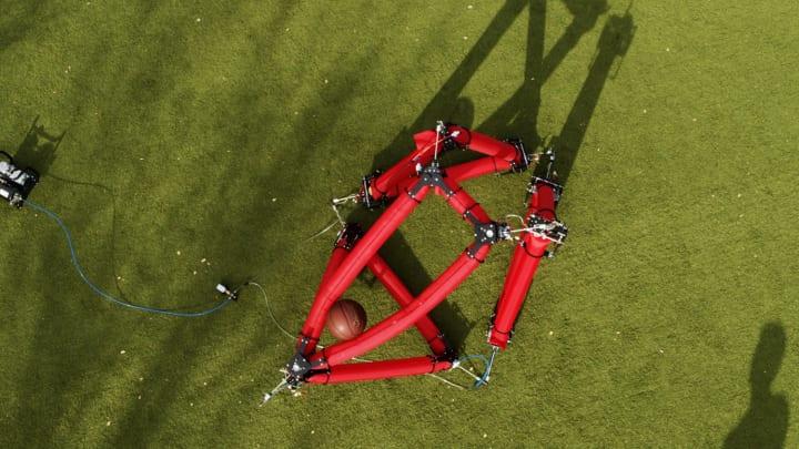 スタンフォード大学が「チューブ式」ロボットを開発 災害時や地球外での活用を期待