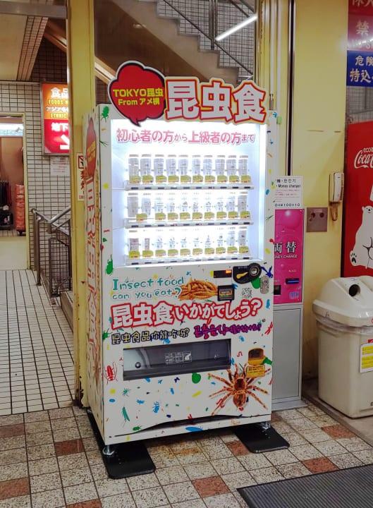 初心者から上級者まで楽しめる!?「昆虫食自販機」 東京・上野のアメ横に登場