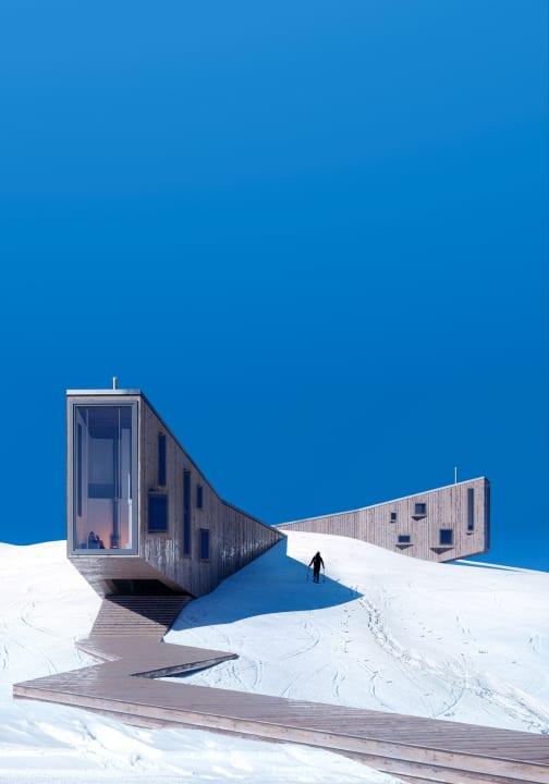 モスクワのデザイナーによる設計案「Winter Hotel」 ゲレンデの斜面から現れた宿泊施設