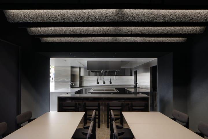CASE-REALが内装を手がけた DDD HOTELの実験的なキッチンスペース「nôl」
