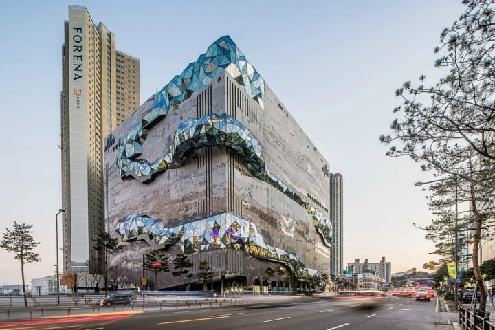 韓国・光教に高級デパート「Galleria」がオープン ショップとカルチャー、都市と自然が交わるOMAのデザイン