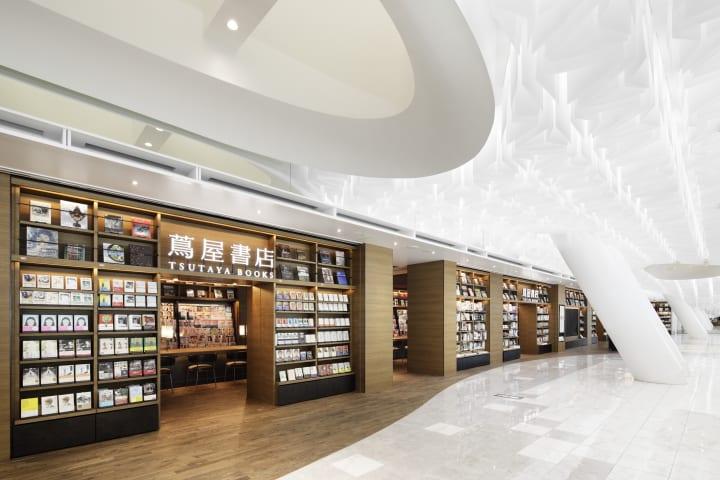 羽田空港初の「BOOK & CAFE」 「羽田空港 蔦屋書店」がオープン