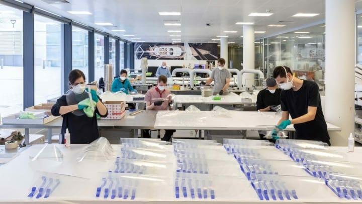 ロンドンの建設設計事務所 Foster + Partnersがデザイン 洗って再利用できるフェイスシールドのプロトタイ…