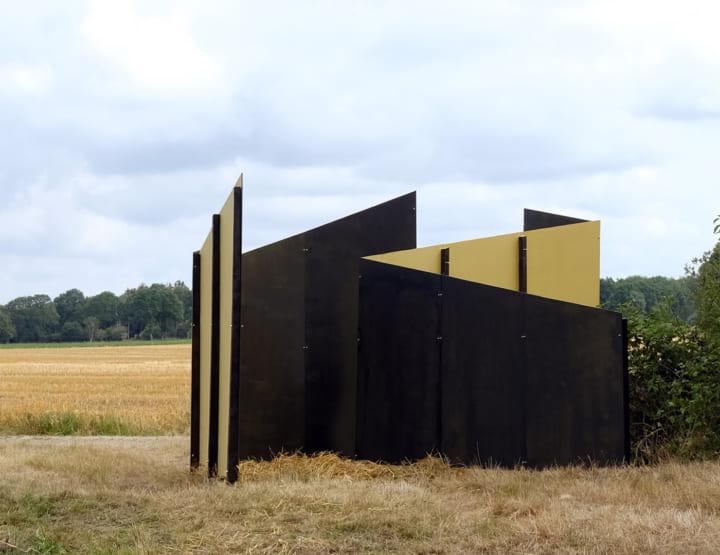 オランダの田舎にある美しい風景を引き立つ アートインスタレーション「Zicht Zag」