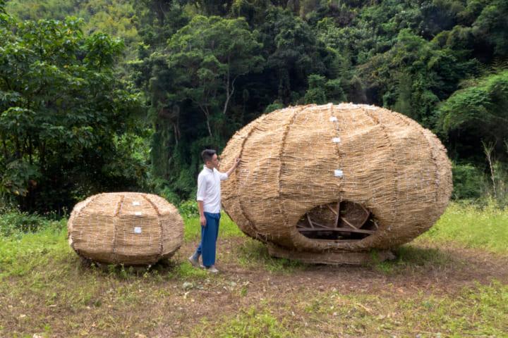 台湾伝統のティーポットにインスパイアされた 稲わらで編んだインスタレーション「Tea Nest」