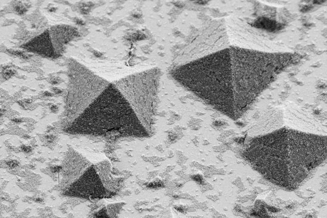 結晶化のプロセスはどのように生じる? MITが再現方法を発見、より大きなスケールで分析可能に