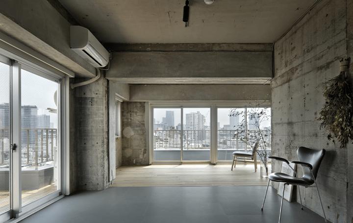 朔永吉+前嶋章太郎/SAKUMAESHIMA による 築50年のマンションの改修プロジェクト「原宿の家」が公開