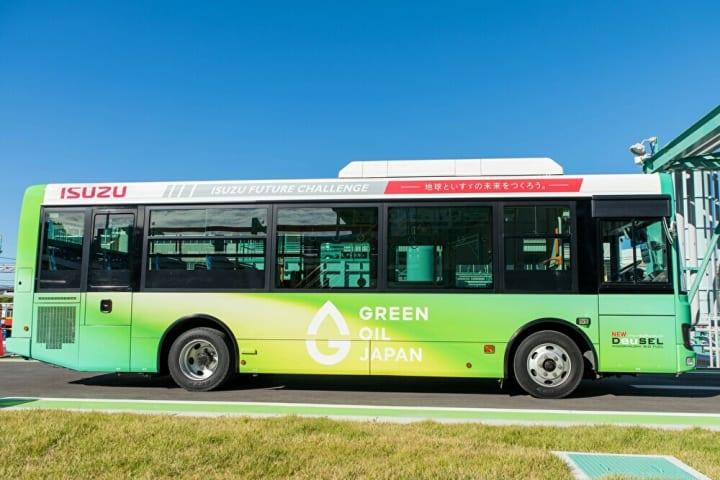 いすゞとユーグレナの「DeuSEL®プロジェクト」 石油由来の軽油に代わる次世代バイオディーゼル燃料が完成