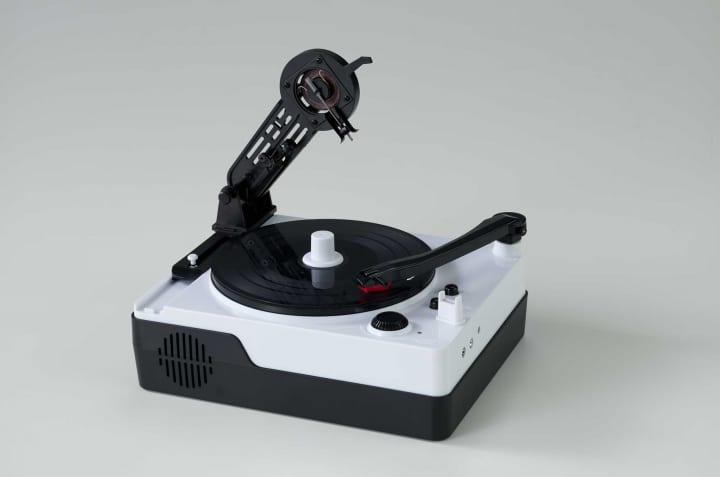 スズキユウリの「レコードのカッティングマシン」 を体験できる組立キットが発売