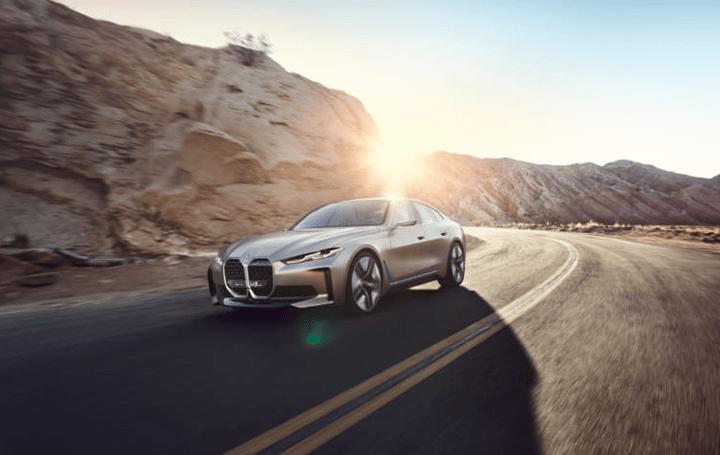BMW、ワンランク上の運転体験を提供 完全な電気自動車「BMW コンセプト i4」が公開