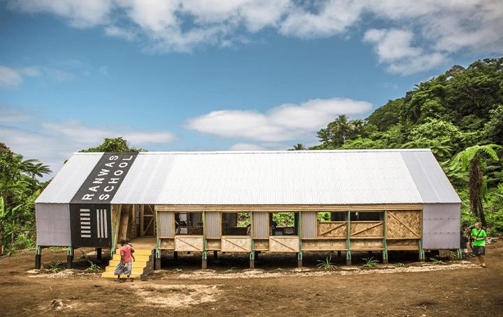 サイクロンの被害を受けた南太平洋の国・バヌアツに 地元の材料や技術を活かした学校再建プロジェクト「Ra…
