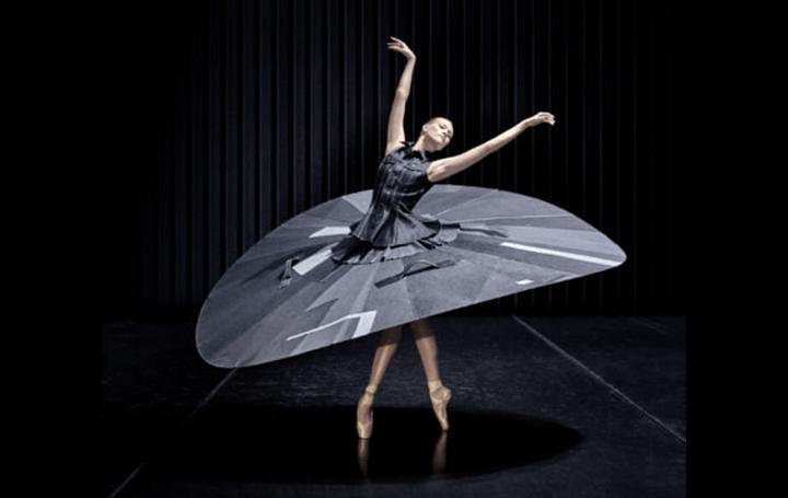 「新しい日常」から生まれた芸術 オランダのデニムブランドとバレエ団のユニークなコラボレーション