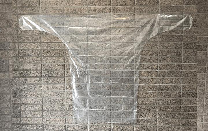 風船の素材の柔軟性を活かした 「風船屋さんの簡易防護服」が順次に医療機関に提供
