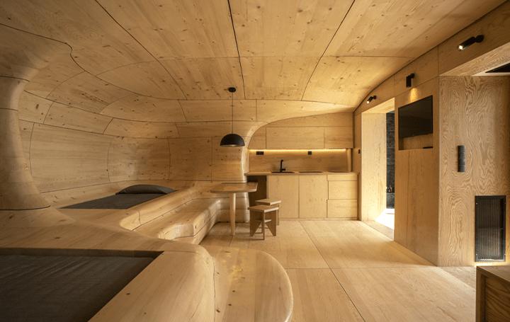 ギリシャの建築スタジオTenon Architectureが手がけた 洞窟をイメージした現代のリゾート「Wooden Cave」…