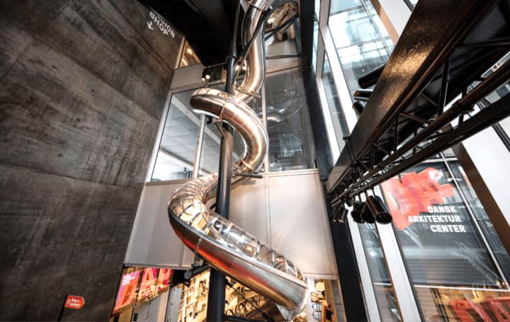 「喜びと狂気のあいだにある平常心」を体験できる40mのすべり台 デンマーク・コペンハーゲンのアートイン…
