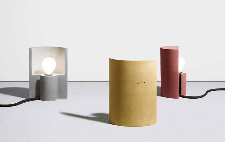イタリアのデザインデュオPlato Designはロックダウン中に 自宅で実験的なテーブルランプ「ESSE」を製作