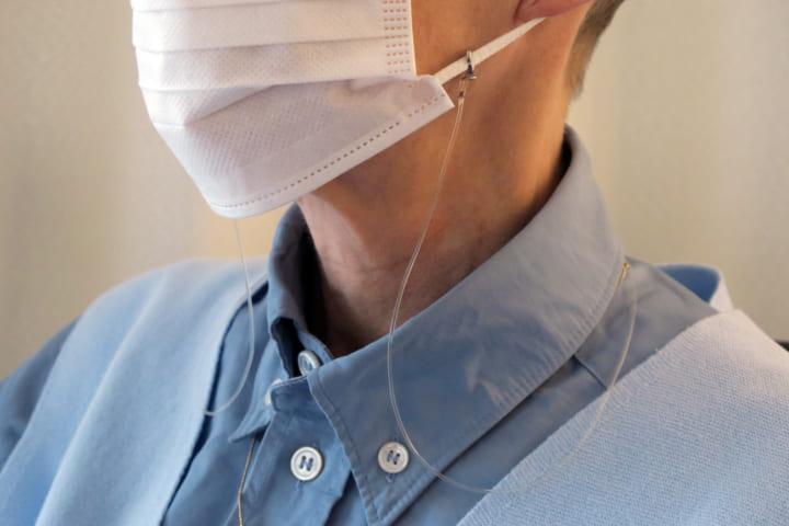 メガネストラップのように、マスクを首から下げられる 装着自由なケーブル「Mask Cable」が登場