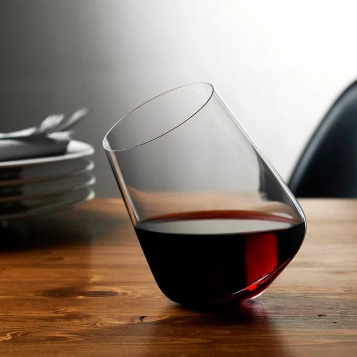 イスタンブールのガラスブランド「NUDE」による 絶妙なバランスで揺れるワイングラスとデキャンタ