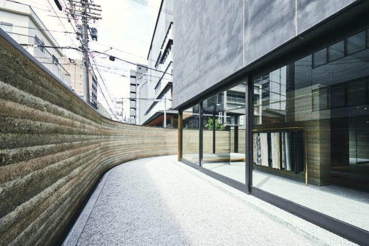 コペンハーゲンのデザインスタジオ OEO Studioが設計を担当 京都・西陣織の老舗「細尾」の旗艦店「HOSOO F…