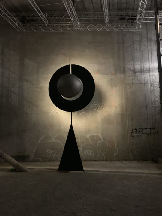 フランスのアーティストDamien Bénéteauによる 無形の力を具体化するインスタレーション「Variations in S…