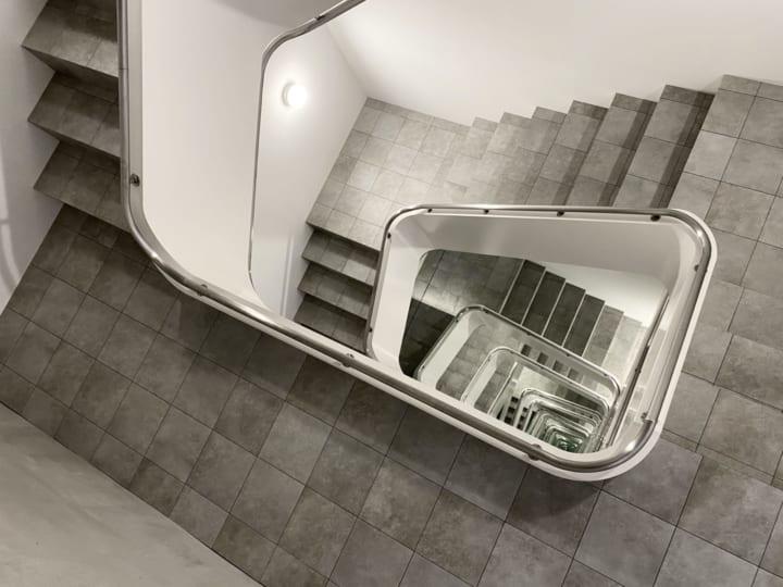 レアンドロ・エルリッヒの最新作「INFINITE STAIRCASE」 金沢の新しい現代アート美術館KAMU kanazawaに登場